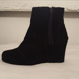 TOMS WOMENS AVERY FAUX SUEDE BOOTIES WEDGE BOOTS